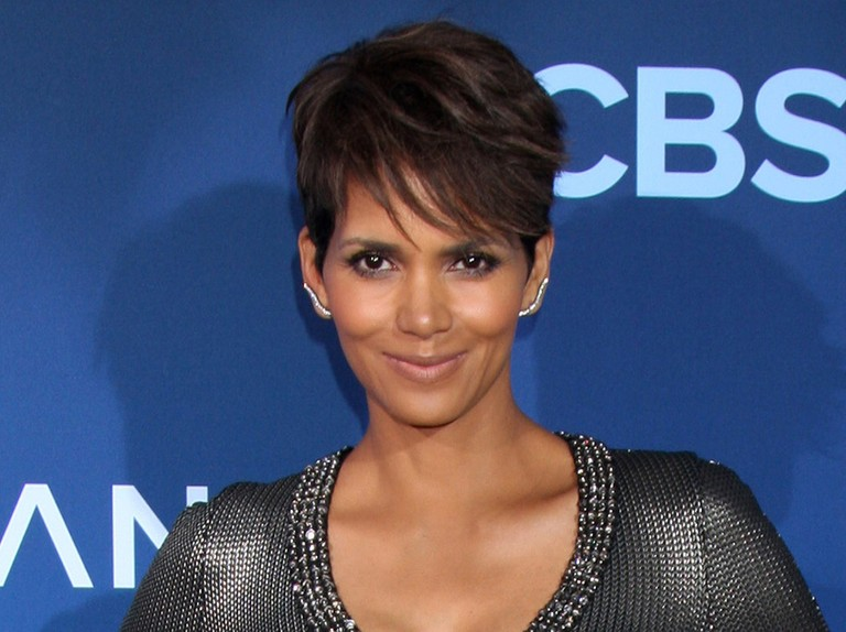 Halle Berry Wins Court Case Over Her Daughter S Curly Hair Madeformums