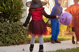 halloween-costumes-be-aware-of-safety-risks_165276