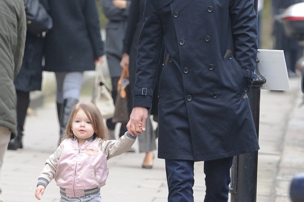 harper-beckham-rocks-marc-jacobs-wellies-on-a-day-out-with-daddy_45909