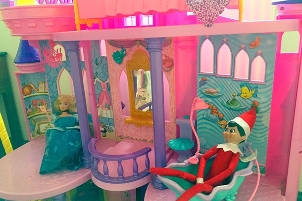 has-anyone-else-caught-their-elf-on-the-shelf-slacking-off_134489