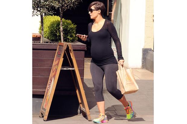 has-pregnant-frankie-bridge-got-the-nandos-craving-too_87062