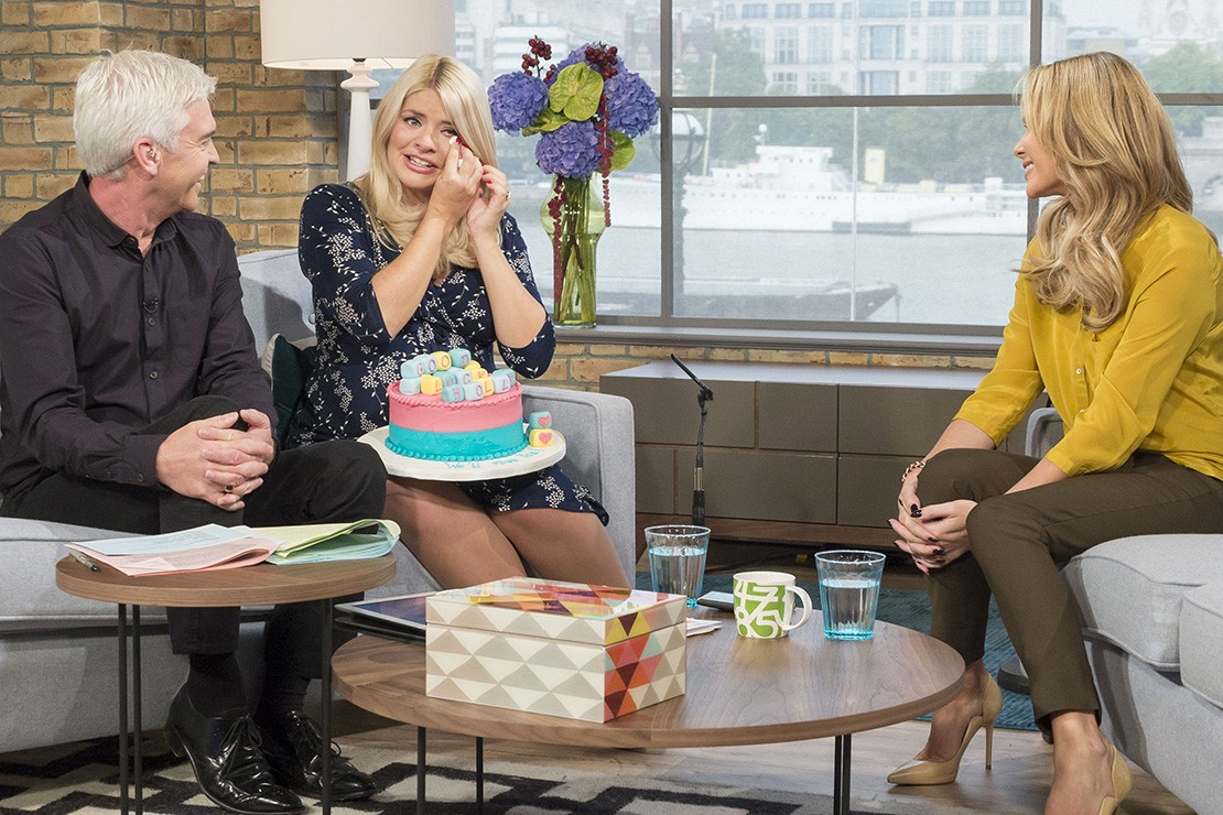 holly-willoughby-cries-as-she-goes-on-maternity-leave_61001
