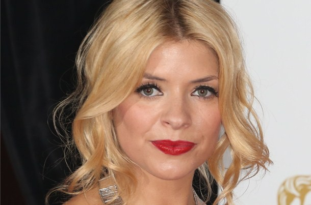 holly-willoughby-shares-7-month-pregnancy-bump-selfie_59765