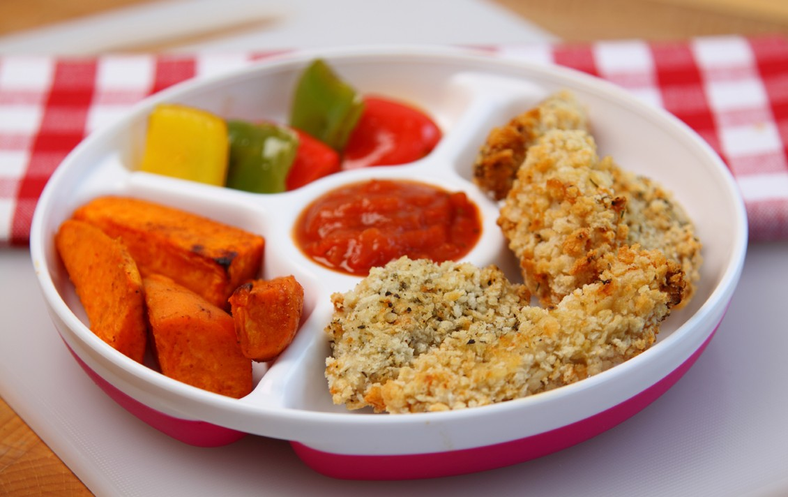 homemade-chicken-dippers-and-tomato-sauce_48583