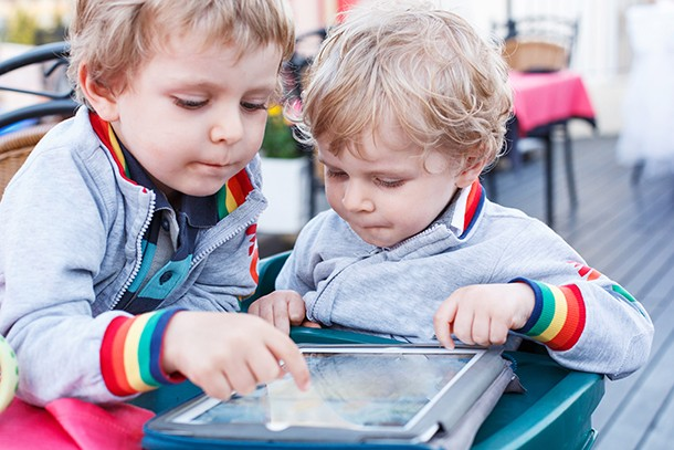 how-much-screen-time-should-your-toddler-have_220451