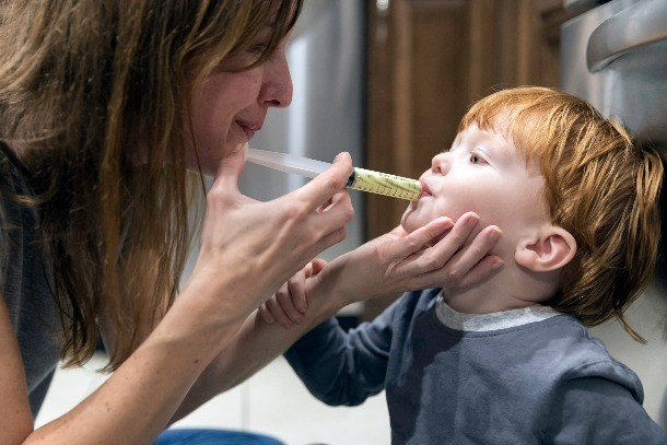 how-to-give-your-toddler-calpol_syringe11