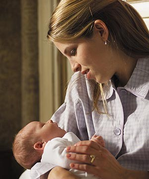 how-to-handle-your-newborn_70207