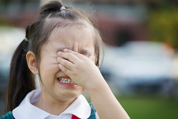 how-to-say-goodbye-when-your-little-ones-crying-at-the-school-gates_141525