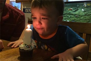 how-to-teach-your-child-to-blow-out-candles_216226