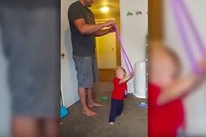 hula-hoop-helps-baby-walk_182768