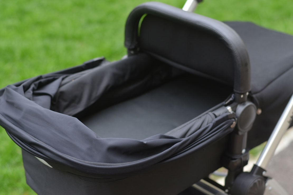 Ickle Bubba Stomp V3 has a shallow carrycot