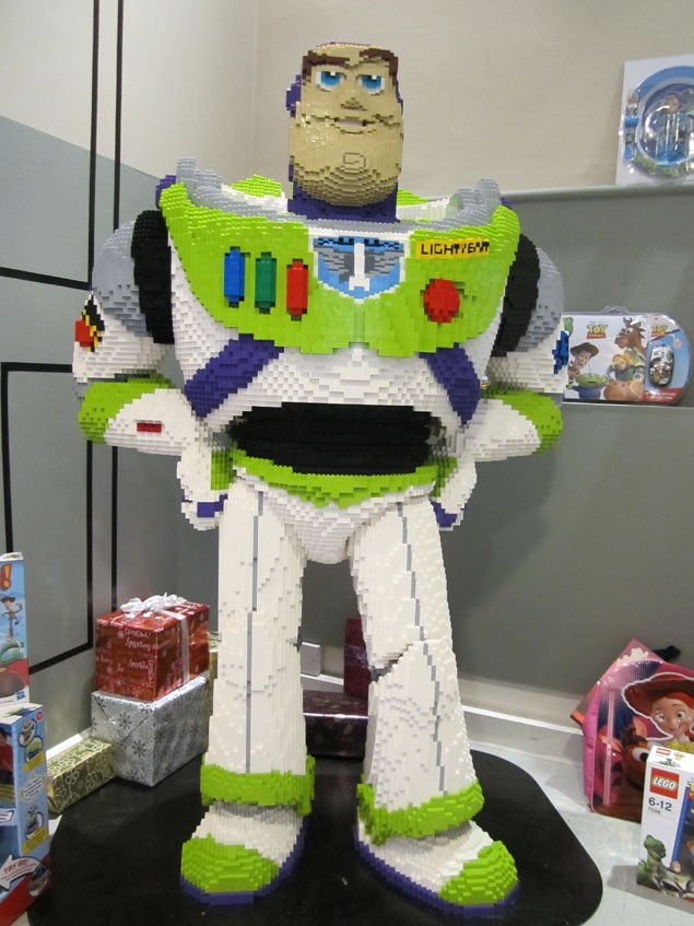 introducing-the-lego-buzz-lightyear-all-5ft-of-him_18049