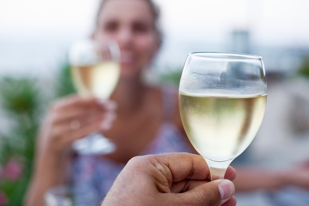 is-it-safe-to-drink-when-you-are-trying-to-conceive_52356
