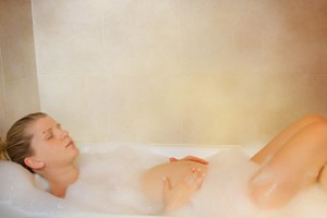 is-it-safe-to-have-hot-baths-in-pregnancy_127018