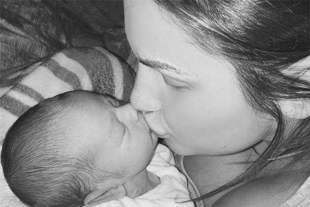 is-it-weird-to-kiss-your-child-on-the-lips_143503