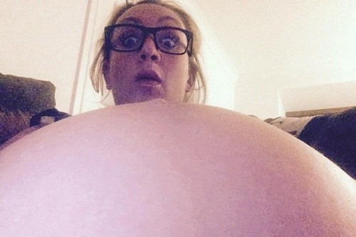 is-this-the-best-celeb-bump-selfie-ever_84739