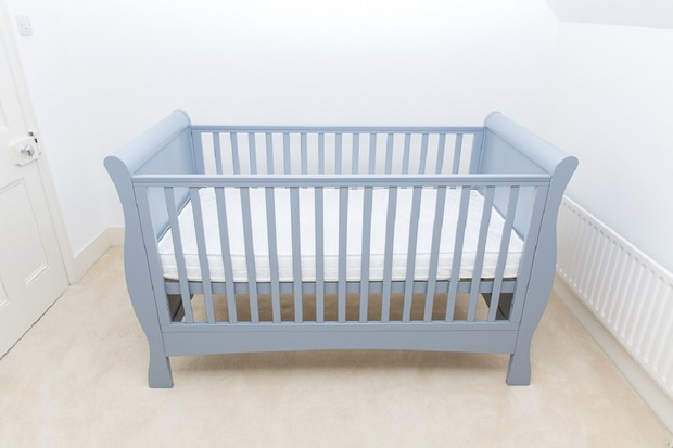 izziwotnot-bailey-sleigh-cot-bed_164330