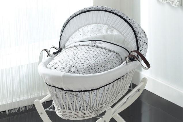 izziwotnot-kaleidoscope-white-wicker-moses-basket-with-stand_11432