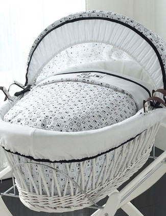 izziwotnot-kaleidoscope-white-wicker-moses-basket-with-stand_11432