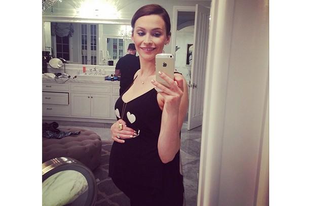jack-osbournes-wife-lisa-shares-giant-baby-bump-pic_85060