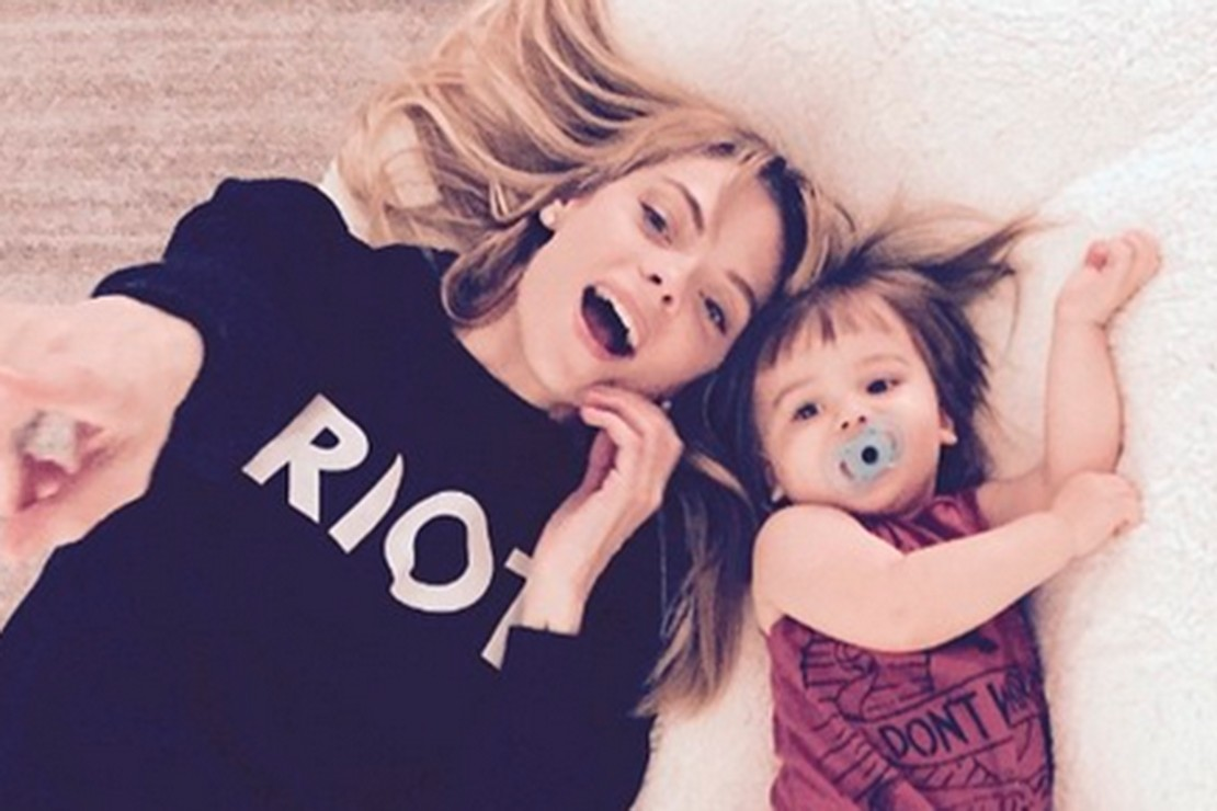 jaime-king-wants-you-to-comment-on-her-pregnancy-body_85740