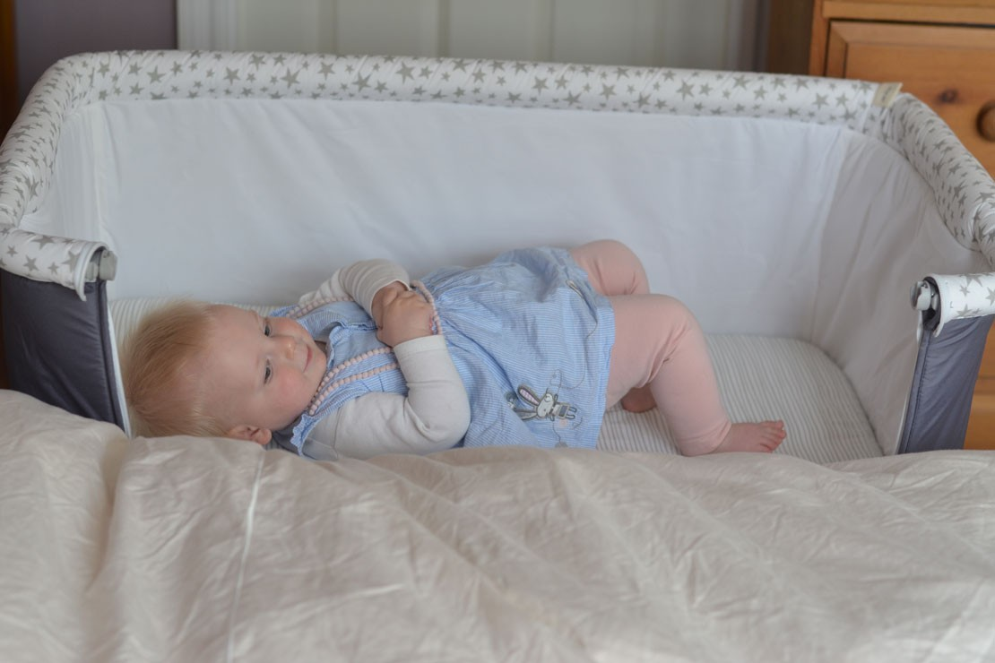 Jané Babyside crib is suitable for ages 0-6 months