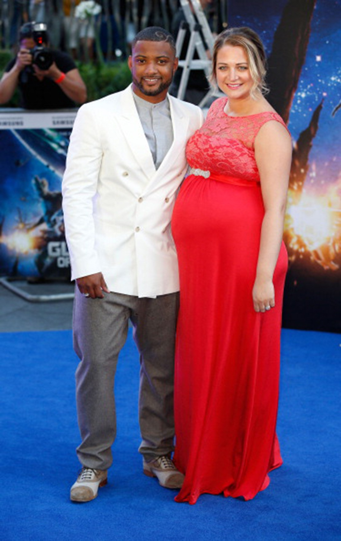 jb-gills-pregnant-wife-chloe-rocks-stunning-maternity-dress_58770