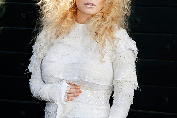 jessica-simpson-finally-confirms-pregnancy-and-shows-off-bump_29780