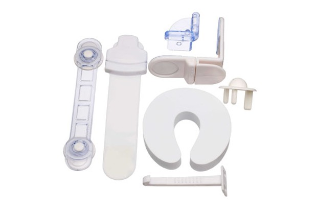 john-lewis-baby-home-safety-pack_4585
