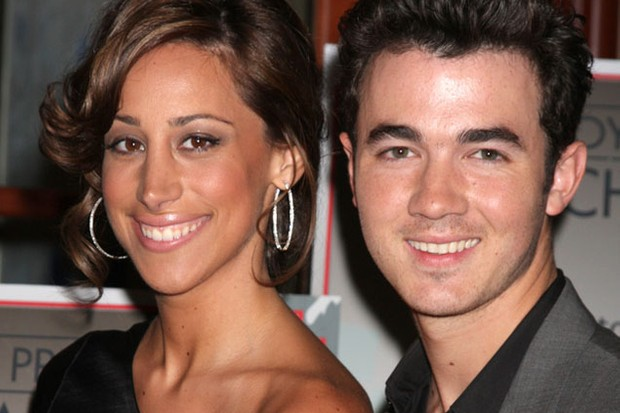 jonas-brothers-singer-to-become-a-dad_21781