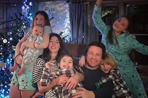 jools-oliver-jamie-oliver-and-children-family-facts_170127