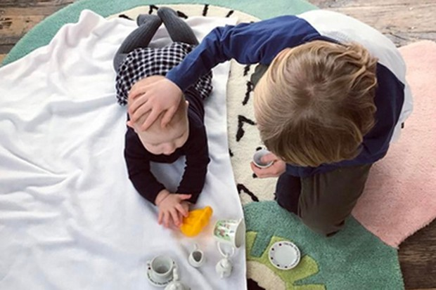 jools-oliver-shares-pic-of-baby-river-enjoying-tummy-time-with-his-siblings_171867