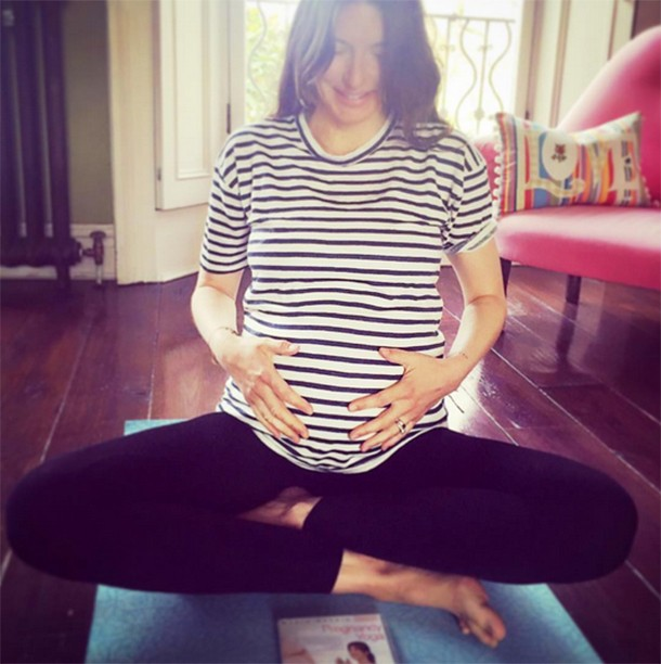 jools-olivers-6-month-bump-selfie-sparks-gender-speculation_148968