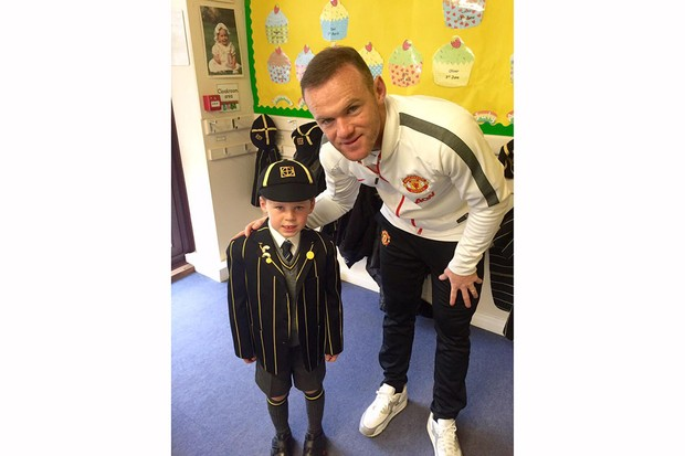 kai-rooney-brings-dad-wayne-to-school-assembly_88621