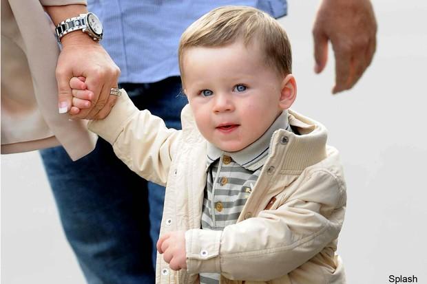 kai-rooney-is-best-dressed-toddler-at-man-utd-match_27195