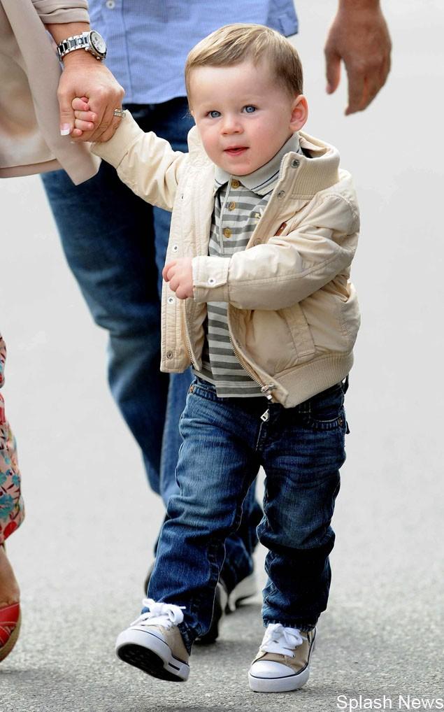 kai-rooney-is-best-dressed-toddler-at-man-utd-match_27196