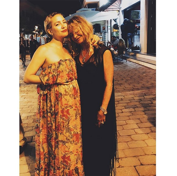 kate hudson bump with goldie hawn