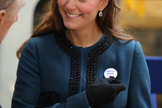 kate-middleton-earns-her-baby-on-board-pregnancy-alert-badge_45977