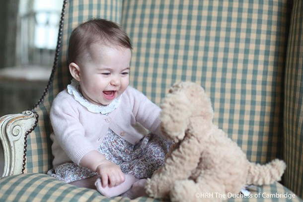 kate-middleton-snaps-princess-charlotte-at-6-months-old_136541
