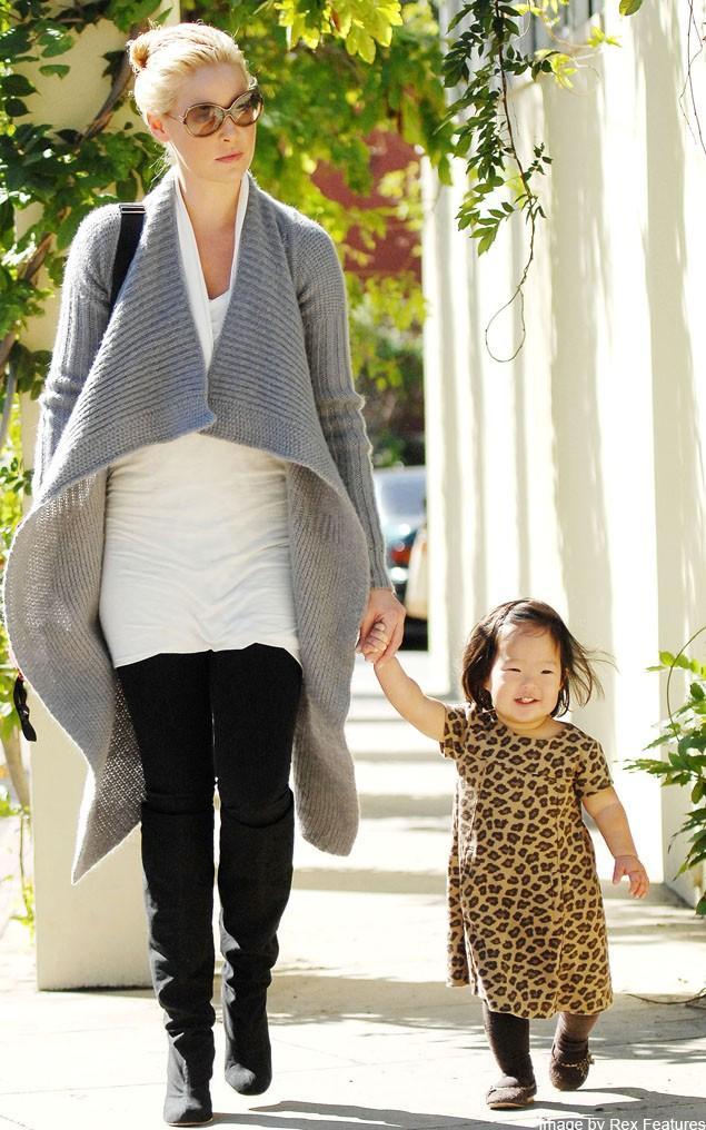 katherine-heigls-3-year-old-loves-to-walk-in-stilettos-yes-really_22302