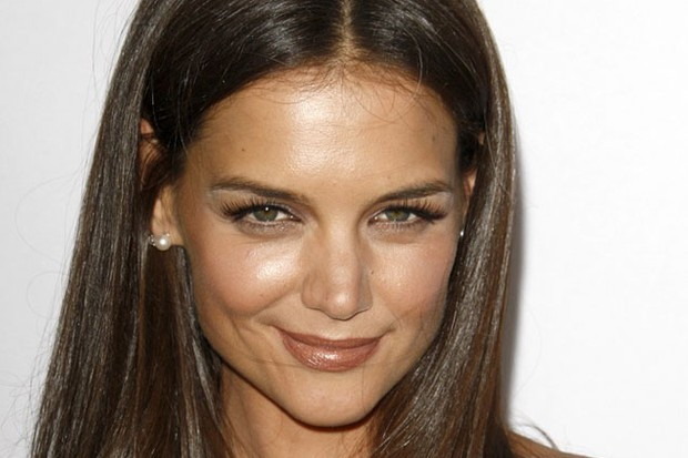 katie-holmes-embarrassed-by-certain-photos-of-suri-cruise_24594