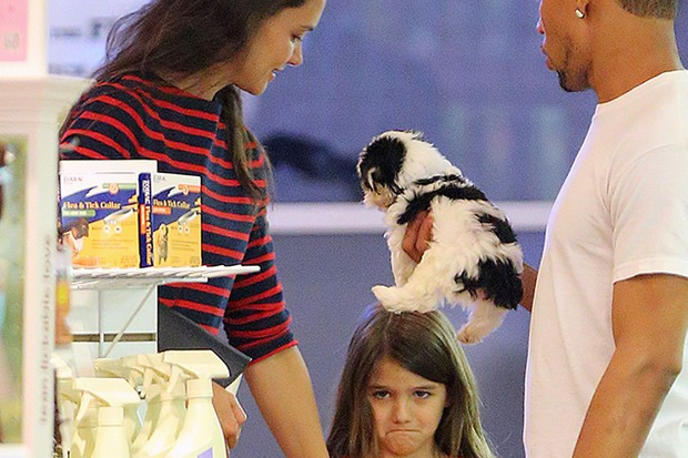 katie-holmes-paw-fect-parenting_39496