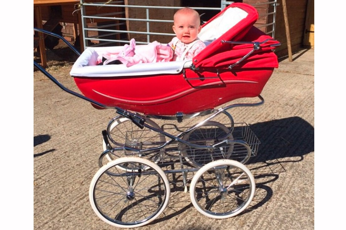 katie-prices-suprising-pram-choice-for-a-day-on-the-farm_87078