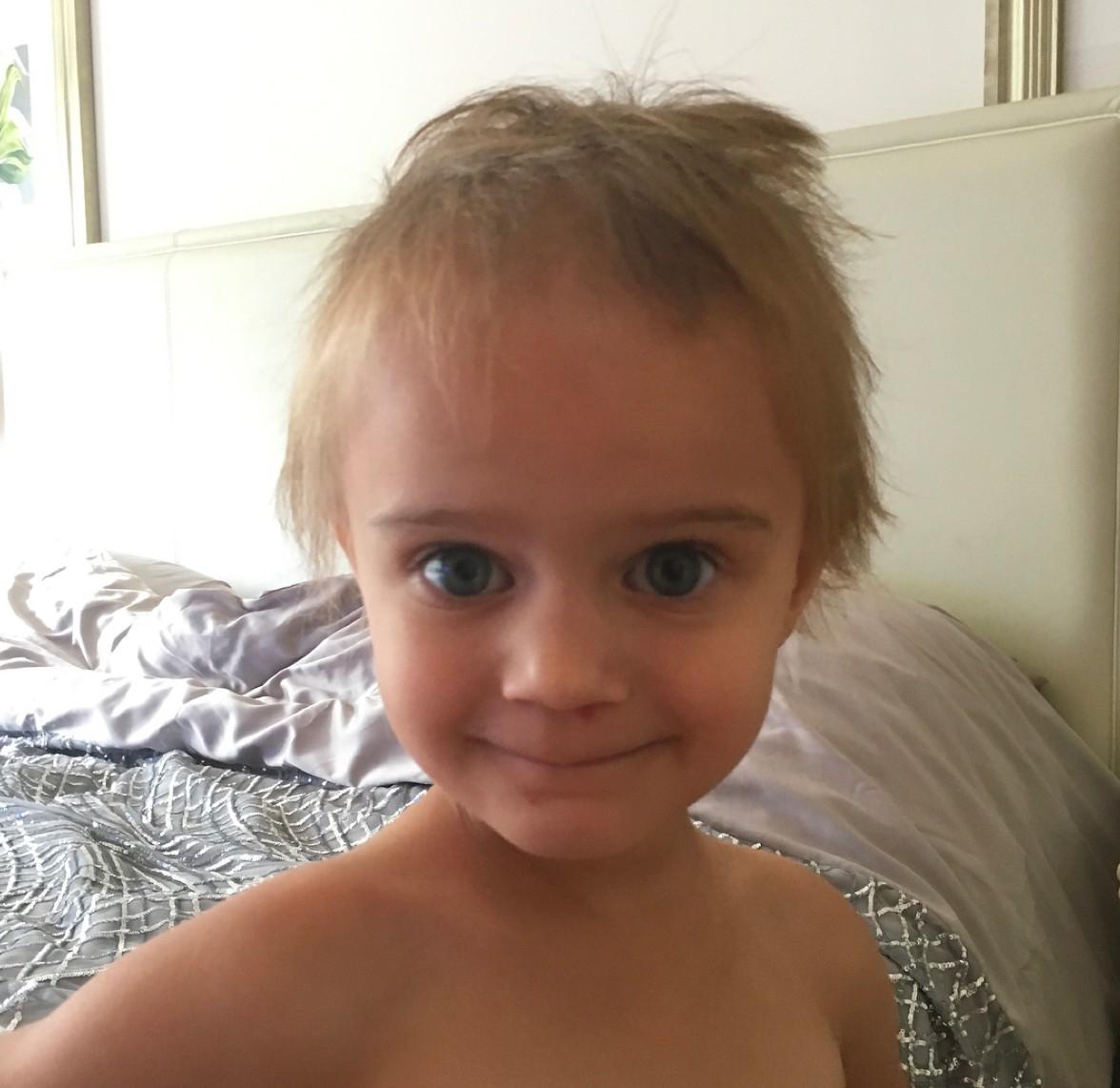 kerry-katona-child-cuts-hair_179617