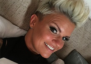 kerry-katona-child-cuts-hair_179618