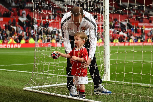 klay-scores-goal-at-old-trafford-with-dad-wayne-rooney_89289