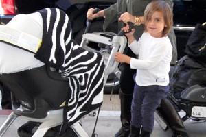 kourtney-kardashians-high-tech-pushchair-glides-through-airport_56874
