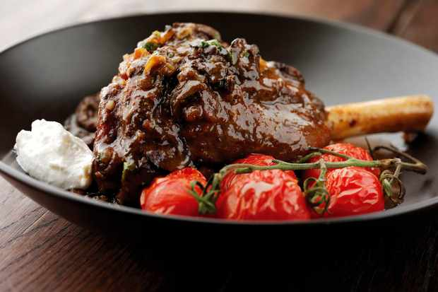 lamb-shank-with-tomatoes-and-garlicky-yoghurt_8219