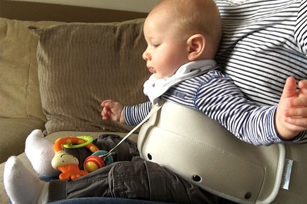 lapbaby-hands-free-seating-aid_lapbaby4