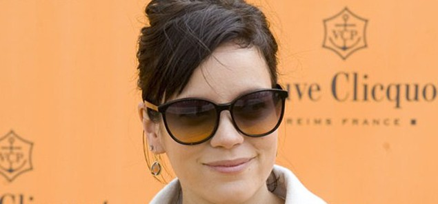 lily-allen-celebrates-her-leaky-breasts_32377